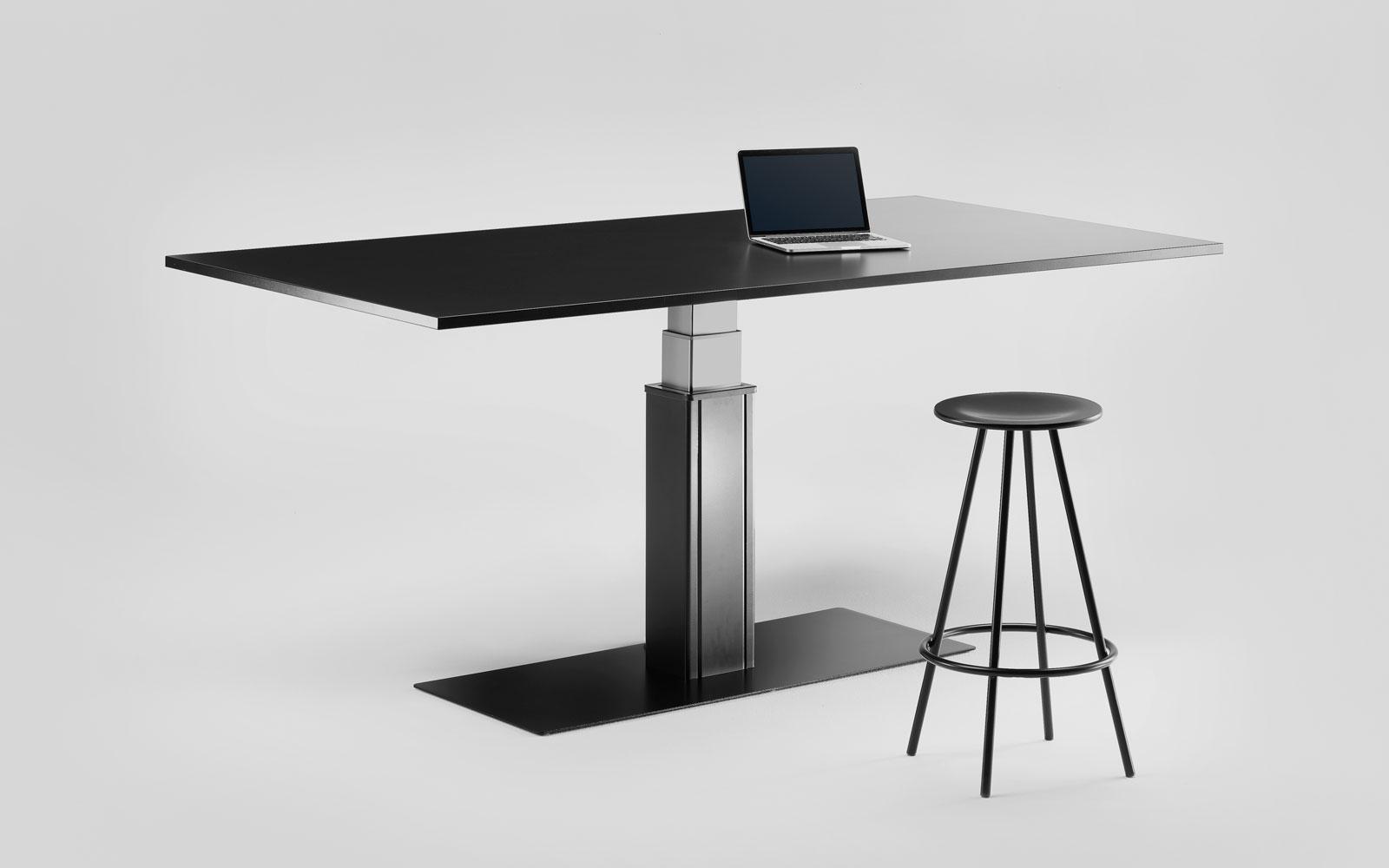 Tavolo regolabile in altezza elettricamente